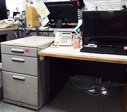 従業員に合わせた机